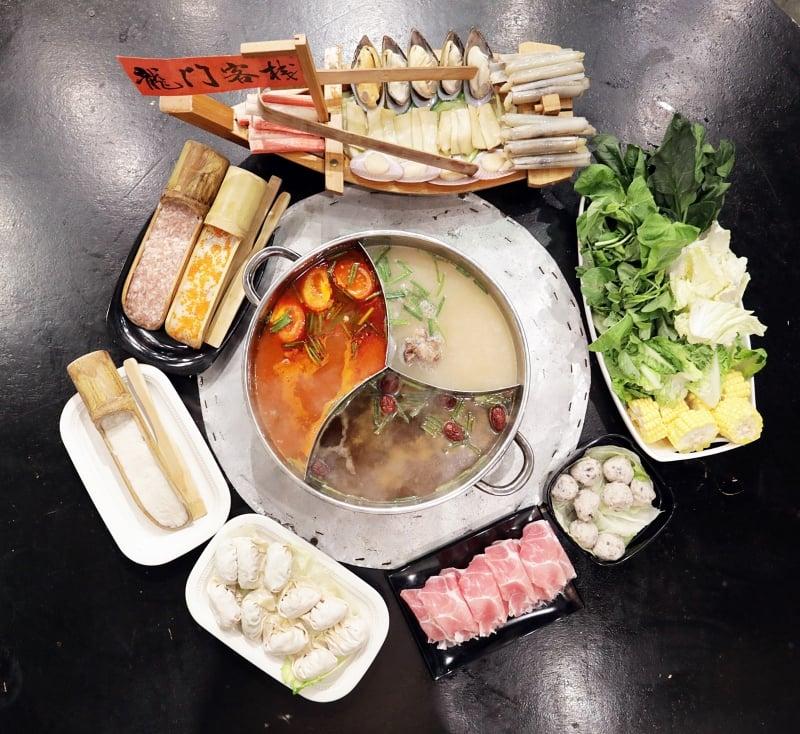 下雨天,大冷天,热腾腾的火锅绝对是聚餐首选!